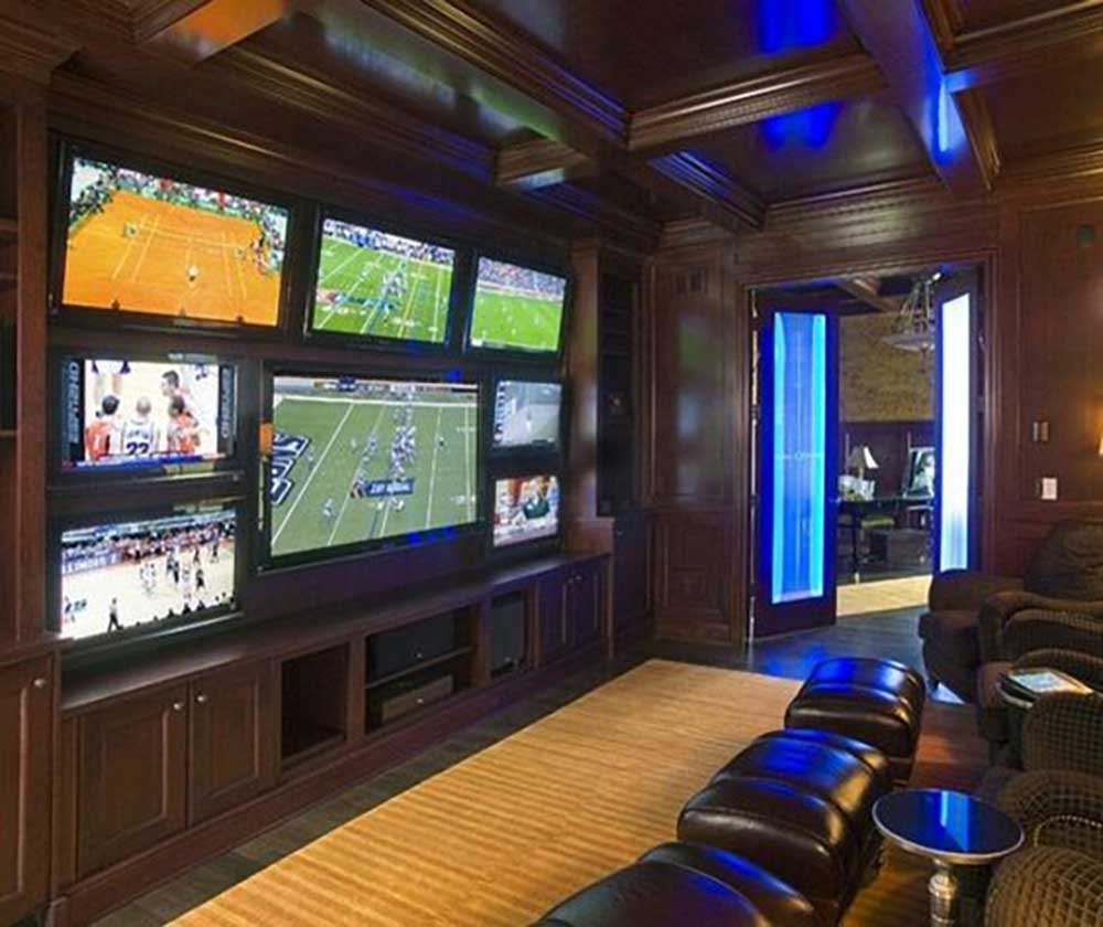 The Man Cave Essentials : Essentials for the perfect man cave